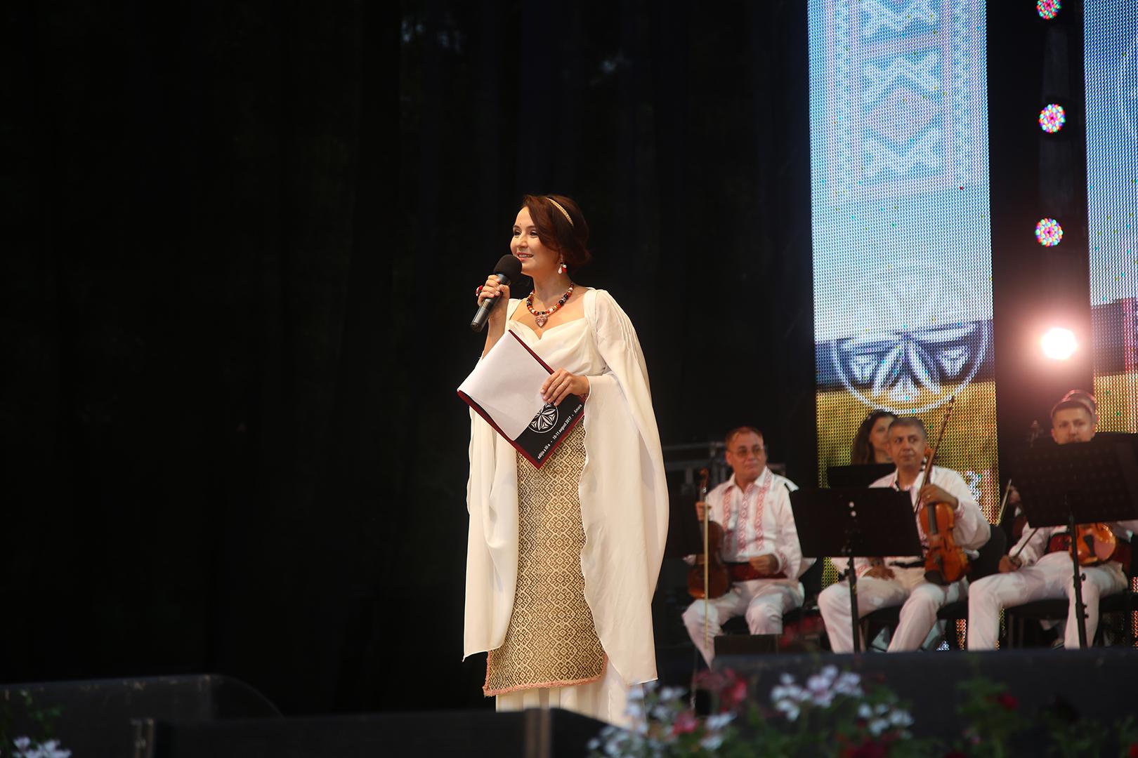 Miruna Ionescu - prezentatoarea festivalului